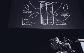 Stephen Hawking: cadere in un buco nero non è la fine