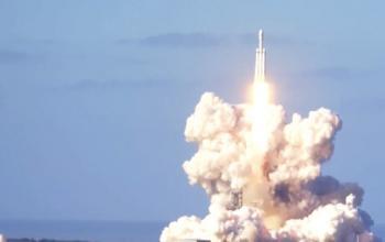 Falcon Heavy: una spider rossa è in viaggio verso Marte