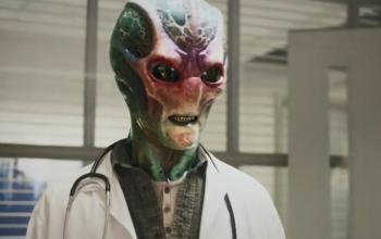 Resident Alien: nella commedia scifi di Syfy arriva Linda Hamilton