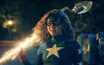 Stargirl: i tre nuovi trailer, la Justice League e la Injustice League e il futuro della serie