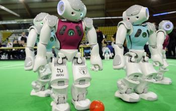 Sogni di robot: la sfida ai campioni di calcio