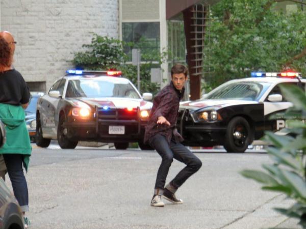 Grant Gustin sul set dei nuovi episodi.