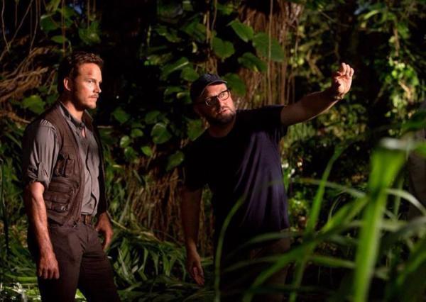 Colin Trevorrow e Chris Pratt sul set del primo capitolo.