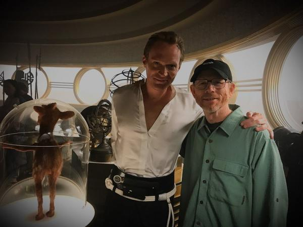 Paul Bettany e Ron Howard sul set.