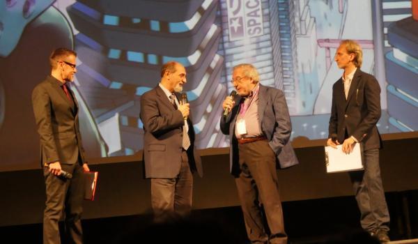 Umberto Guidoni dialoga con Fabio Pagan (Foto: Giulia Carollo)
