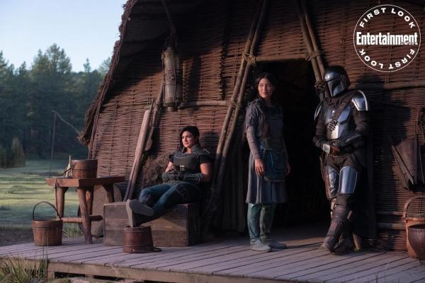 Una foto di scena da The Mandalorian.