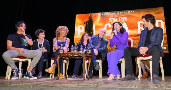 Da sinistra: Evan Evagora, ineterprete, Michelle Hurd, Chiarà Codecà, Patrick Stewart, Isa Briones, Santiago Cabrera. Foto Tino Barletta