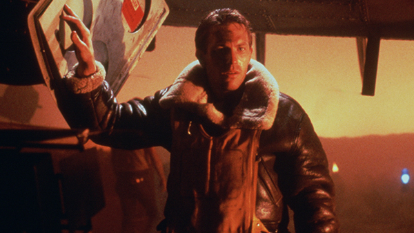 Un giovane Kevin Costner nell'episodio The Mission.