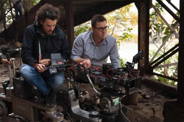 A sinistra Davis sul set di Lion.