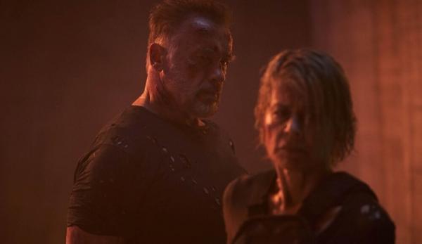 """Arnold Schwarzenegger e Linda Hamilton in una scena di """"Terminator – Destino oscuro""""."""