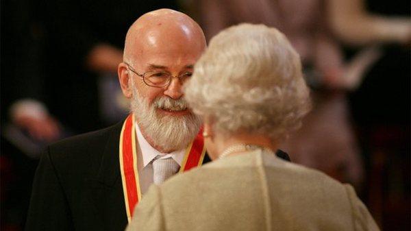 Terry Pratchett nominato cavaliere da Elisabetta II
