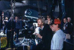 Il regista e sceneggiatore James <i>Terminator</i> Cameron, fotografato sul set durante le riprese di <i>Aliens - Scontro finale</i>.