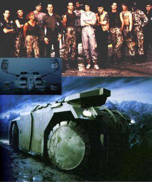 Il cast e un paio di mezzi di trasporto tra quelli creati appositamente per il film