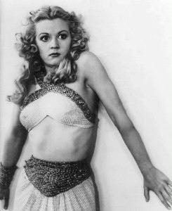 Jean Rogers è una succinta (e spaventata) Dale Arden in <i>Flash Gordon</i> (1936).