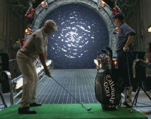 Un drive da 14 parsec: Teal'c e O'Neill giocano a golf galattico