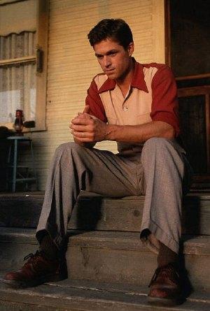Eric Close, uno degli interpreti di <i>Taken</i>, era il protagonista di <i>Dark Skies</i>