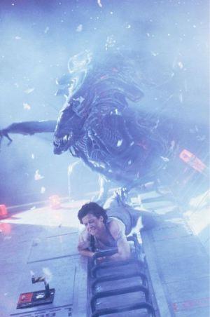 Ripley alla fine si libera della Regina ricorrendo al solito vecchio trucco dell'espulsione nello spazio. Pura finzione cinematografica: nella realtà la decompressione sarebbe istantanea e letale anche per lei.