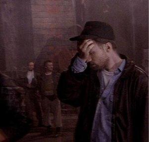 Una molto eloquente immagine del regista Fincher sul set.