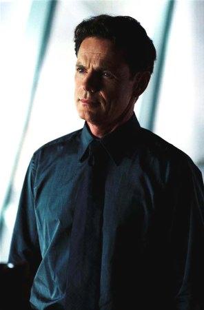 Bruce Greenwood è Lawrence Robertson, capo della U.S. Robotics