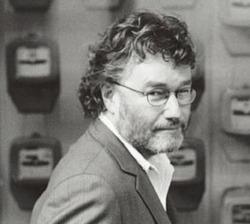 Iain M. Banks, capofila della nuova fantascienza scozzese, è anche un intellettuale molto impegnato in campagne civili e politiche. La sua creazione più nota è l'universo letterario della Cultura, che fonde in un'invenzione ardita e complessa la meraviglia della space opera migliore con le intuizioni del cyberpunk.