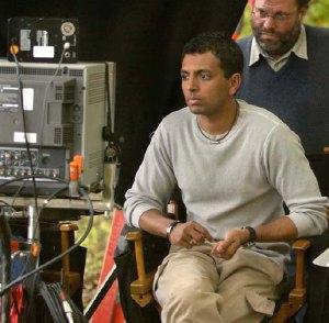 M. Night Shyamalan al lavoro sul set di <i>The Village</i>
