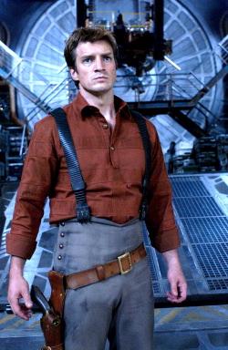 Mal Reynolds (Nathan Fillion) è il capitano della Serenity