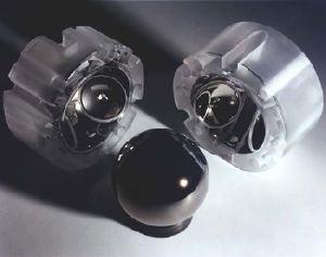 Il rotore giroscopico più perfetto mai realizzato al mondo, con gli alloggiamenti in cui è inserito. Nel Gravity Probe B ce ne sono quattro.