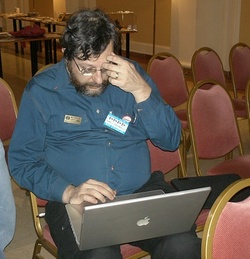 """Vanamonde con suo nuovo Mac sta dicendo """"santi numi, come ho potuto usare un Pc fino ad oggi! Cosa mi sono perso!!"""""""