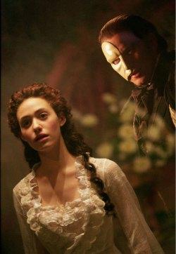 Emma Rossum e Gerard Butler in una delle prime immagini de <i>Il fantasma dell'opera</i>.