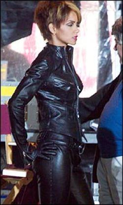 Halle Berry sul set di Catwoman