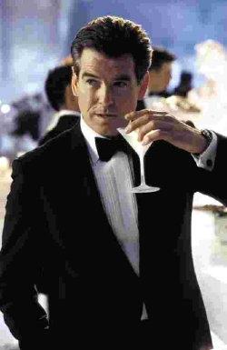 Signor Bond, la vogliono all'ufficio personale...