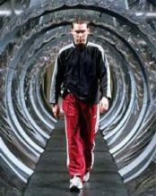 Il regista Bryan Singer sul set di <I>X2</I>