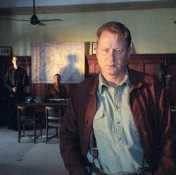 Stellan Skasgaard è il giovane padre Merrin in <i>Exorcist: The Beginning</i>.
