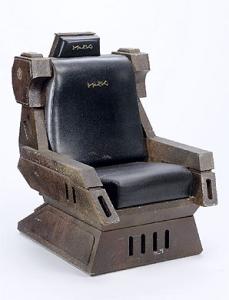 Sedile di un capitano Klingon utilizzato nel film Star Trek V: L'ultima frontiera. Farebbe un figurone nel salotto di qualsiasi appassionato!