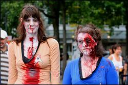 Due partecipanti allo Zombie Walk di Vancouver. Ecco da dove è venuta l'idea...
