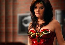 Forse Erica Durance crerebbe un pò di confusione, ma che ne dite di una Wonder woman di questo tipo?