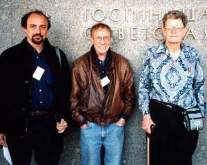 Roberto Quaglia (a sinistra) insieme a Robert Sheckley e Poul Anderson a una convention in Russia alcuni anni fa