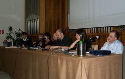 Un momento della presentazione dei libri, da destra Piras, Tintori, Forte, Fratta, Onofri, Petrino, Malara