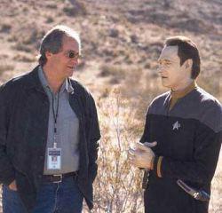 Il produttore Rick Berman e l'attore Brent Spiner sul set di <i>Star Trek Nemesis</i>