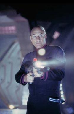 Patrick Stewart in una scena di <i>Star Trek Nemesis</i>