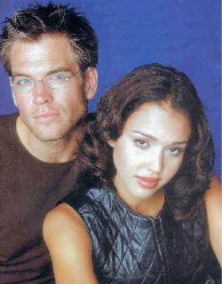 Michael Weatherly (Logan) e Jessica Alba (Max), coppia protagonista di <i>Dark Angel</i>.