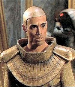 Peter Williams nella parte di Apophis