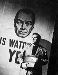 Edmond O'Brien interpreta Winston Smith nel film 1984