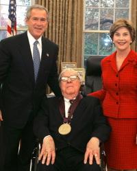 Bradbury con Bush e signora