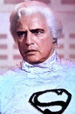 Marlon Brando nella parte di Jor-El