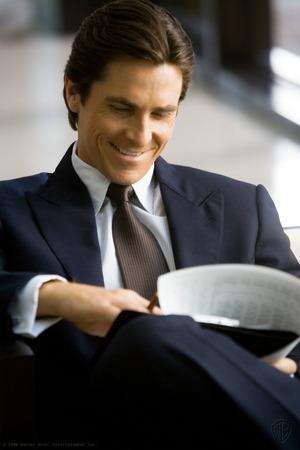 Bruce Wayne: come potente protagonista dell'economia ha più possibilità di esserci utile rispetto a Batman.