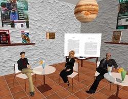 Una vista del Delos Bookclub; Eliver e S* insieme a un ospite