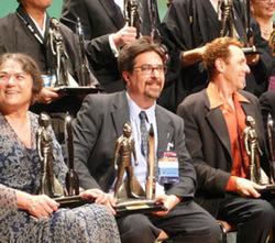 Alcuni dei vincitori dell'Hugo 2007. Quest'anno il piedistallo - la parte del premio modificabile dagli organizzatori - ospitava addirittura un una sorta di soldatino giapponese alto quanto il razzo stesso.