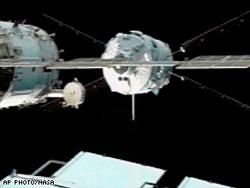 Attracco del veicolo Jules Verne alla ISS (NASA)