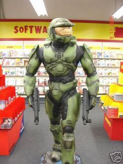Niente cinema: <i>Halo</i> per ora se ne resta nei negozi di informatica.
